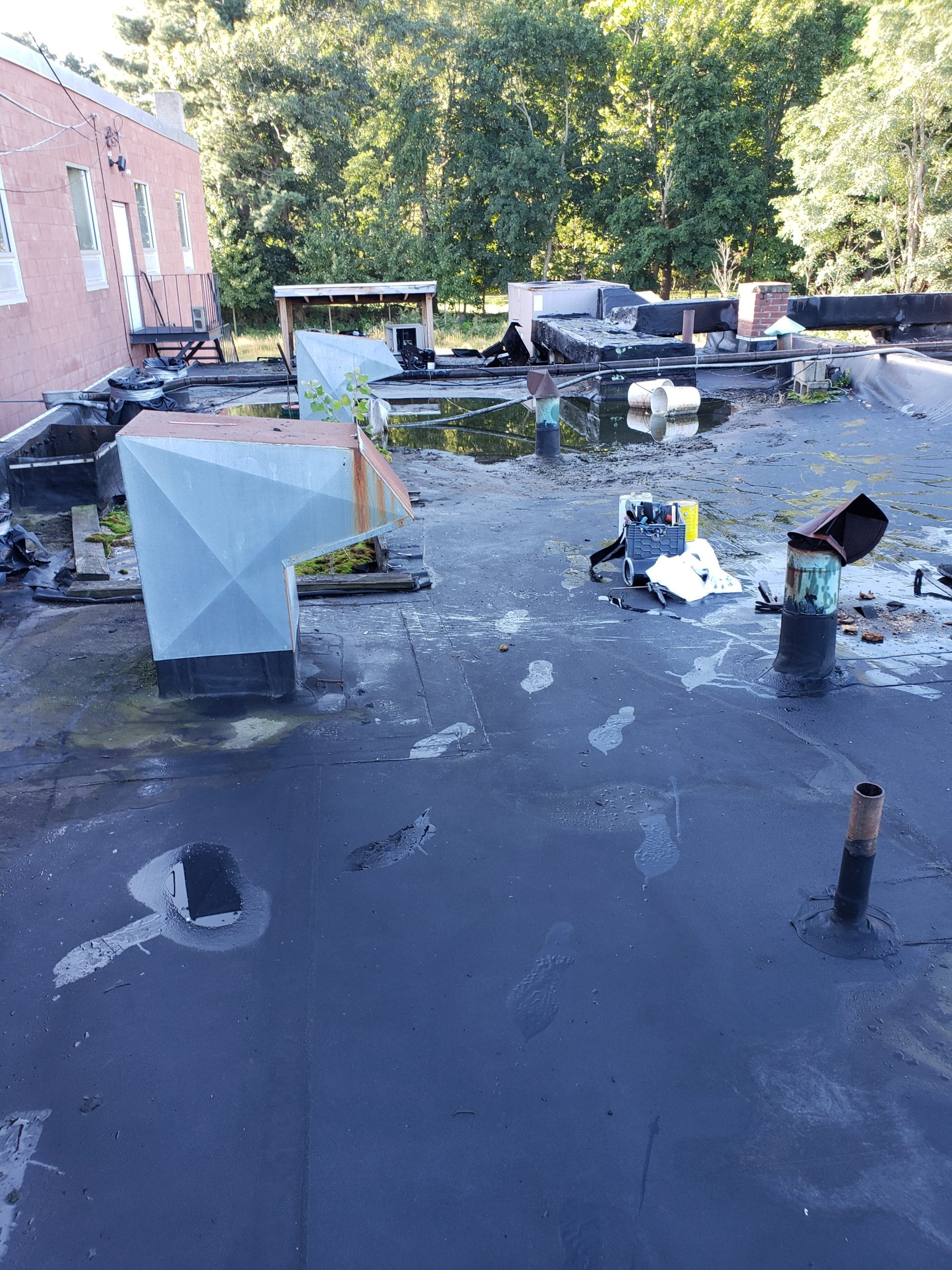 24-7 Emergency Service for Commercial Roofs in Massachusetts